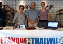 Bea Rotach, Francesco Hässig und Myriam Autengruber (v. l.) am Stand des Pétanque-Club Thalwil in der Schweikrüti.
